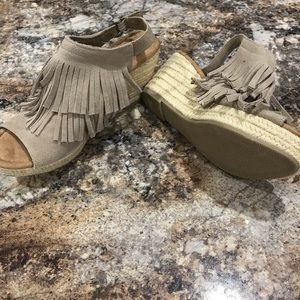 Minnetonka Open-Toe Wedges
